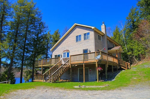 gm side with lake view, vacation rentals, and muskoka cottage rental, cottages and cottage rentals, rentals in Ontario, Northern Ontario, homes vacation rentals on Otter Lake